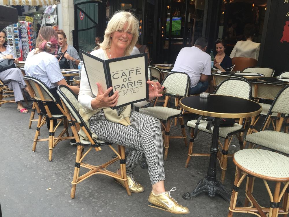terrasstoelen en bistrotafel cafe de Paris