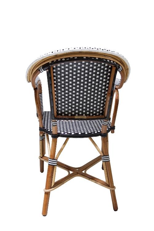 rotan-stoel-zwart-wit-armleuningen-achterkant