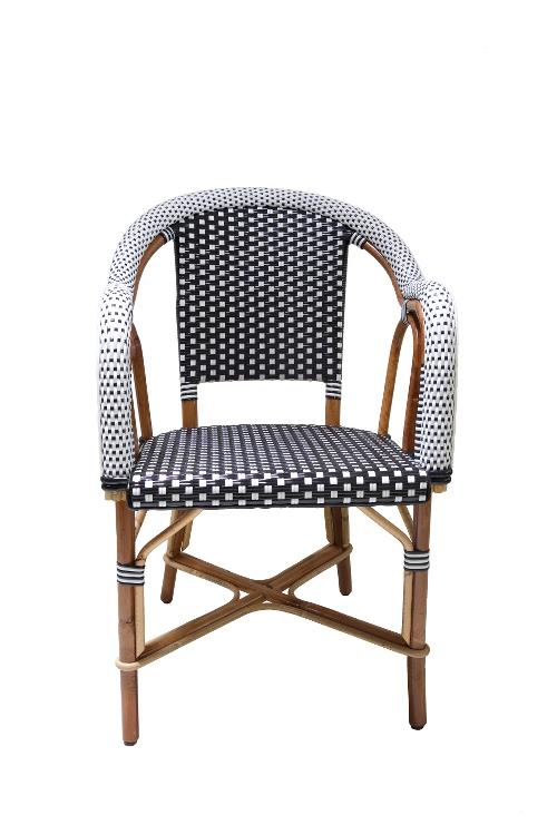 rotan-stoel-zwart-wit-armleuningen-voorkant