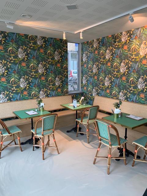 Brasserie interieur met Rotan stoelen